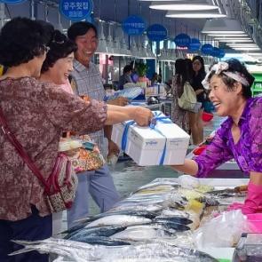 '화재 아픔 딛고...' 재개장한 여수수산시장