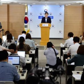 최종구 금융위원장, 첫 기자간담회