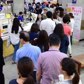 문재인 우표 판매, 우체국 '문전성시'
