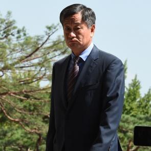 이종명 전 국정원 3차장 '굳은 얼굴로 검찰 출석'