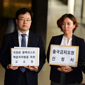 '블랙리스트' 피해자 문성근 등 이명박 前대통령 고소