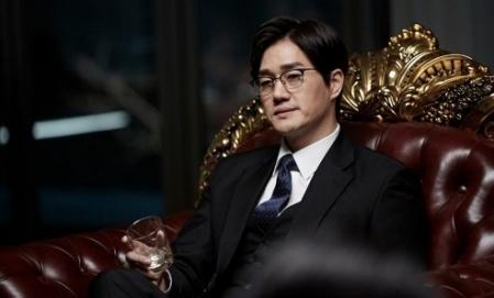 '꾼' 유지태, 냉철한 수석 검사 변신…카리스마 스틸 공개
