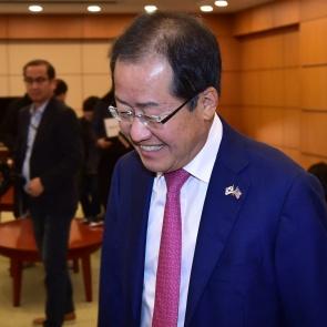 홍준표 대표 '웃음의 의미는?'