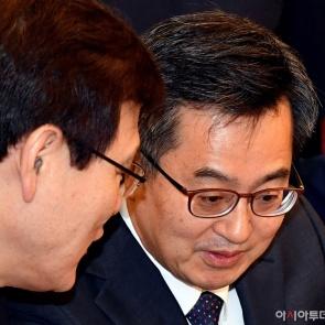 머리 맞댄 김동연 경제부총리와 최종구 금융위원장