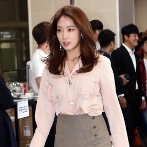 박신혜, 예쁘게 당당하게 입장