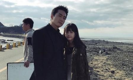 '블랙' 고아라, 송승헌과 해변가서 다정샷 '선남선녀'