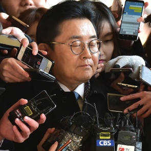눈감은 전병헌 전 청와대 정무수석
