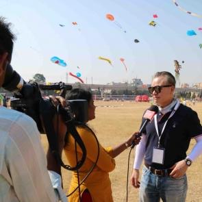 인도 미디어와 인터뷰하는 리기태 단장