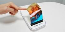 접고 휘는 폴더블폰…삼성전자, 올해 상용화 첫 도전