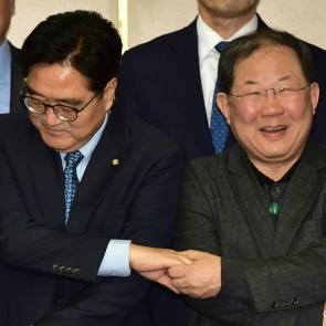 손 맞잡은 우원식-박병원