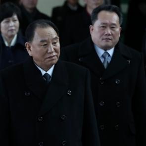 입경하는 김영철 부위원장-리선권 위원장