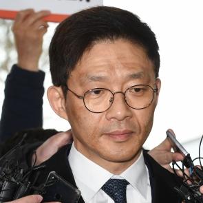 검찰 출석한 안태근 전 검사장 '어두운 얼굴'