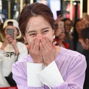송지효, 해외팬들 환호에 '부끄부끄'