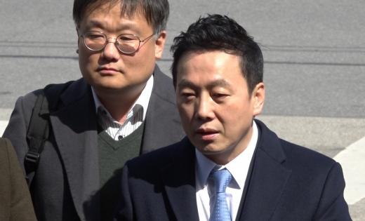 """정봉주 前 의원, 경찰 출석 """"무죄 입증 자신"""""""