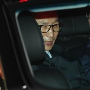 차량 탑승한 이명박 전 대통령