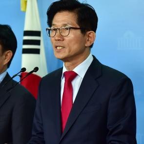 기자회견 갖는 김문수 자유한국당 서울시장 후보