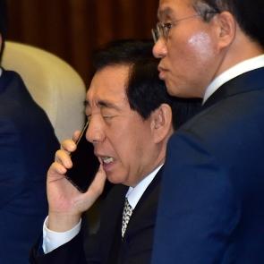 김성태 원내대표 심각한 전화통화