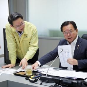 군산 화재사고 진화·대처상황 보고 받는 김부겸 장관