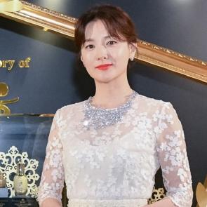 홍콩사로잡는 이영애의 우아함