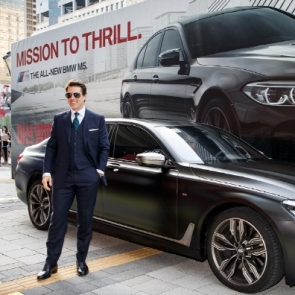 BMW M760Li 타고 등장한 톰 크루즈