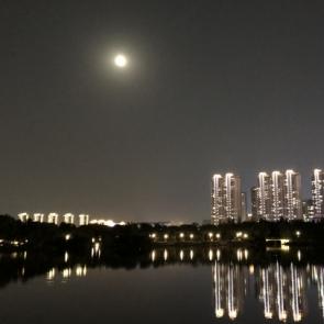 중국 염성에 뜬 한가위 보름달