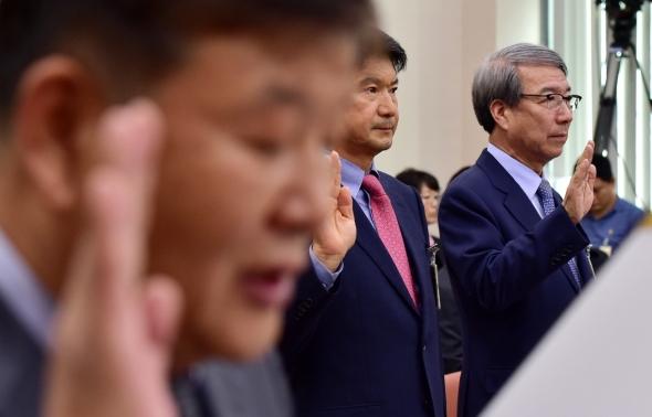 국감 증인선서하는 정운찬 KBO 총재