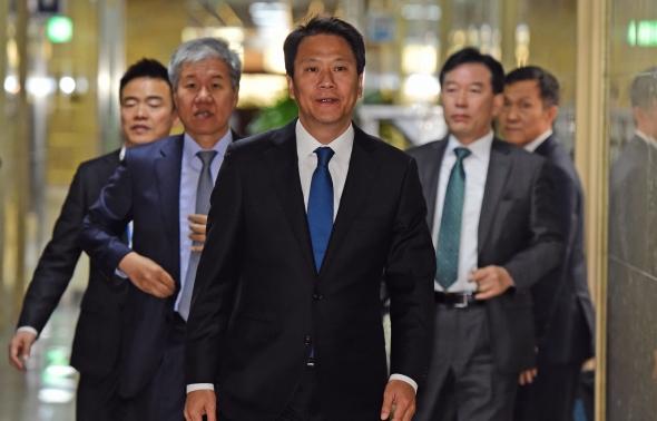 운영위 참석하는 임종석-김수현