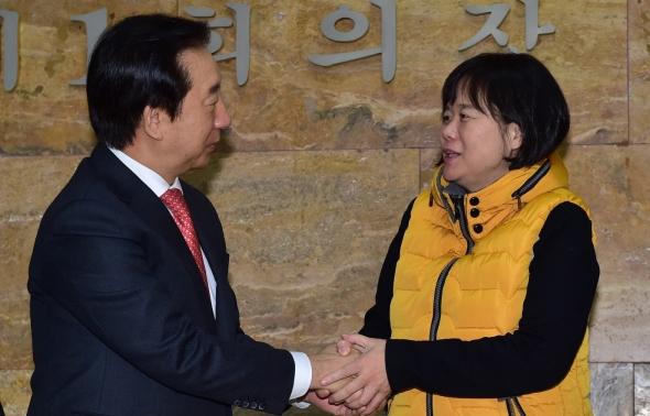 이정미 대표 손 꼭잡은 김성태 원내대표