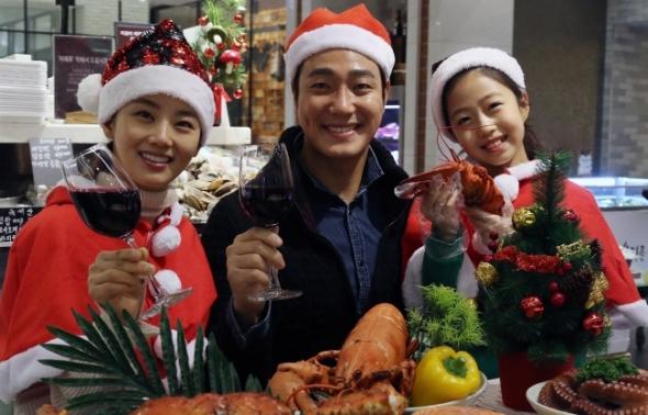 """신세계百 """"수산물로 크리스마스 홈파티 즐기세요"""""""