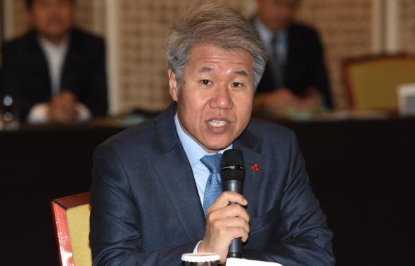 인사말하는 김수현 청와대 정책실장