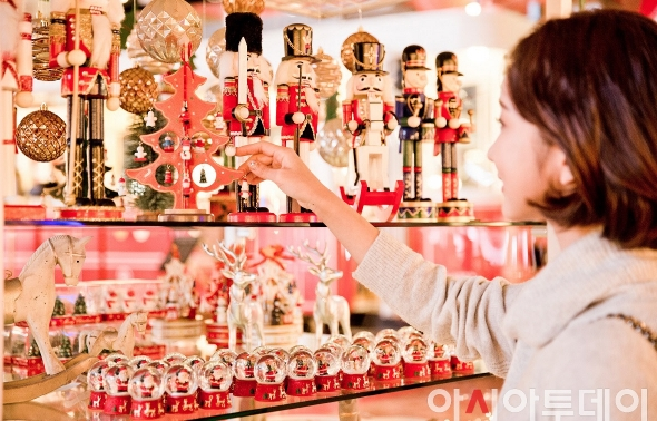 """""""이번 크리스마스는 호캉스와 쇼핑을 동시에"""""""