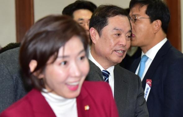 상임전국위 참석하는 김병준-나경원