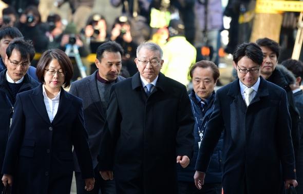 양승태 '헌정사 첫 전직 대법원장 영장심사 출석'