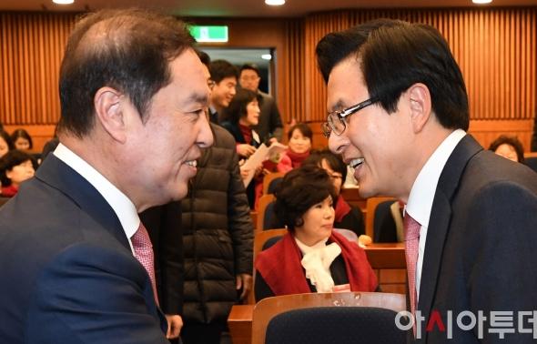 김병준-황교안 '웃고는 있지만...'