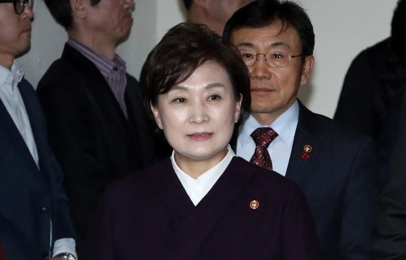 입장하는 김현미 국토부 장관