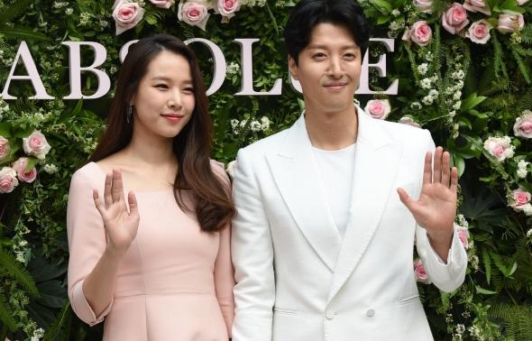 랑콤, 봄을 전하는 이동건-조윤희 부부