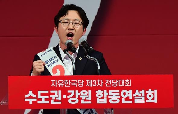 지지 호소하는 김준교 청년최고위원 후보
