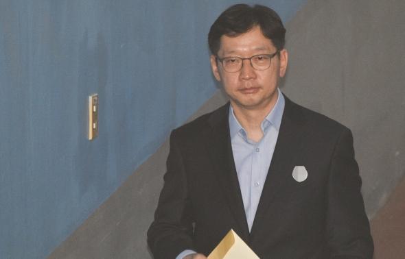 항소심 첫 공판 출석하는 김경수 지사
