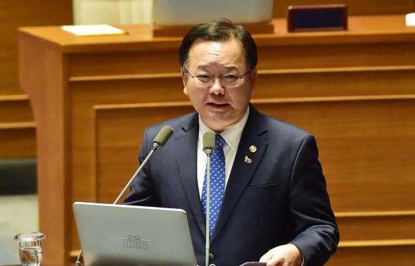 '버닝썬' 질의 답변하는 김부겸 행정안전부 장관
