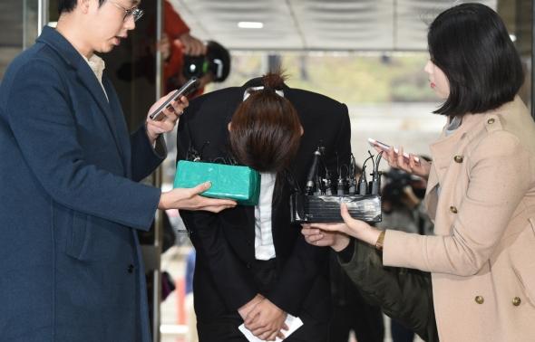 '성관계 몰카 유포 혐의' 정준영, 영장심사 출석