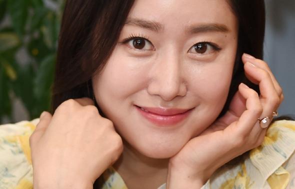 전혜빈, 은은한 미소