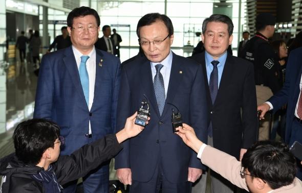 '신남방정책지원' 베트남 향하는 이해찬 대표