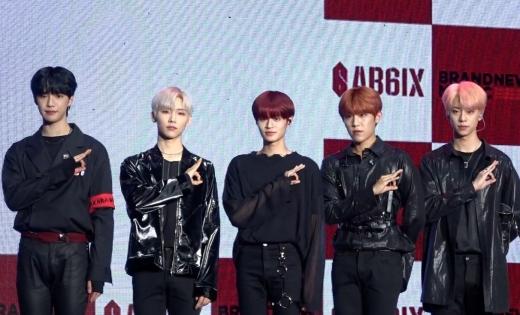 워너원·MXM의 결합…'AB6IX' 데뷔 쇼케이스