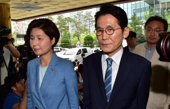 경찰 출석하는 민주당 백혜련-정의당 윤소하