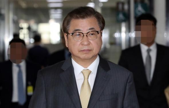 정보위 출석하는 서훈 국정원장
