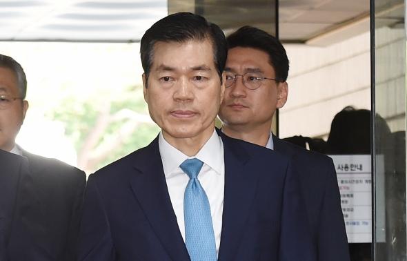 법정으로 향하는 김태한 대표