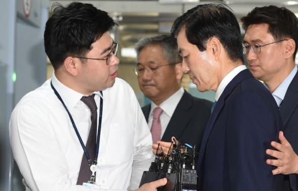 김태한, 취재진 질문 묵묵부답