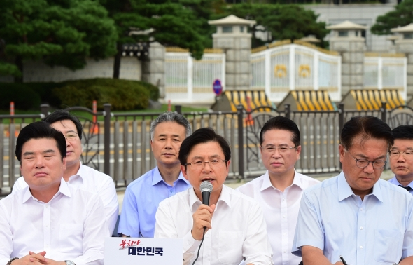 청와대 찾아간 한국당