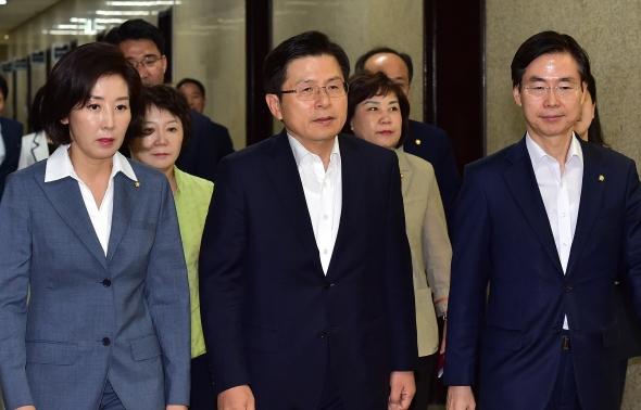최고-중진 연석회의 참석하는 황교안-나경원