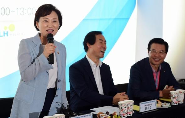 인사말하는 김현미 장관